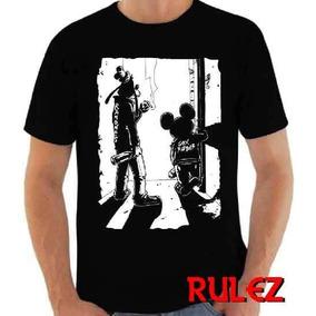 Camiseta Mickey Pateta Rock Ramones Bebidas