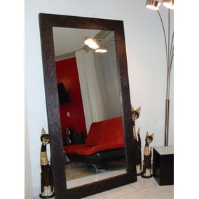 Espejo con marco de madera para verse cuerpo entero en for Espejo cuerpo completo