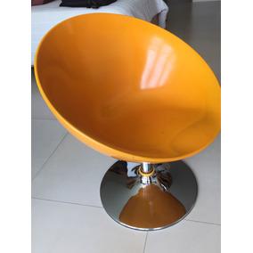 Sillon Naranja En Forma De Esfera Retro Minimalista