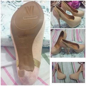 Sapato Feminino Bege E Nude Com Detalhes Em Cor Ouro