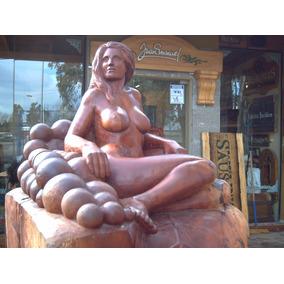 Escultura De Mujer Tallada En Madera