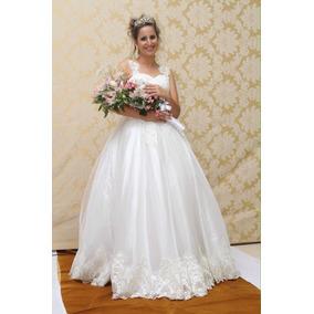 Vestido De Noiva Com Coroa