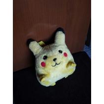 Pikachu. Pelucia. Personagem Pokemon