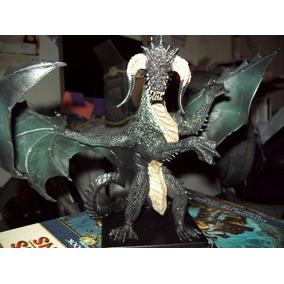 Miniatura Batistão D&d Icons Gargantuan Black Dragon (20 Cm)