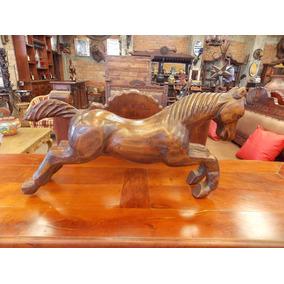 Escultura De Caballo En Madera De Fresno Estilo Antiguo.