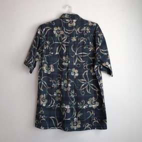 Camisa Hawaina Azul Con Cuadros Y Flores En Beige