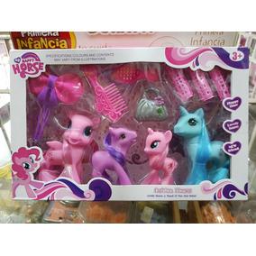 Familia De Ponys Con Accesorios En Caja