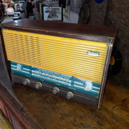 Rádio Madeira Antigo Montreal Não Funciona Decorativo