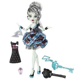 Boneca Monster High Frankie Stein Sweet 1600 Com Acessórios
