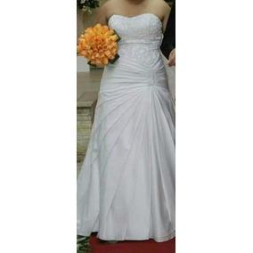 Vestido De Noiva, Tiara Dourada, Plaquinhas, Almofada Alianç