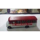 River Campeon Colectivo M. Benz 1114 1/64 Galgo