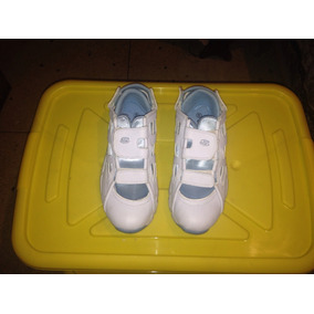 Zapatos Deportivos De Dama. Skechers. Blancos. Número 40