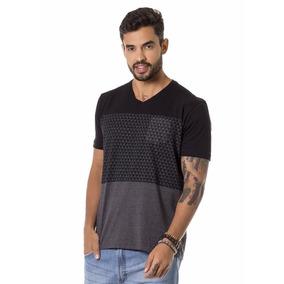 4322bf950 Camiseta Estampada Decote V Preto Bgo