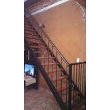 Escalera Interior Con Baranda.