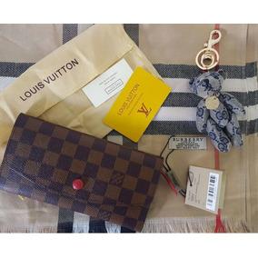 Carteira Louis Vuitton E Echarpe Burberry E Chaveiro Gucci.