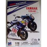 Motocicleta Valentino Rossi Yamaha 2007 Escala 1:12 New Ray