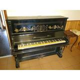 Antiguo Piano Aleman Con Candelabros.