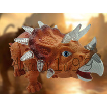 Dinossauro 3d Triceratops Acende Luzes Som Anda A Pilha
