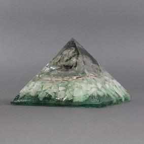 Orgonite Pirâmide Verde Com Esmeralda - Relacionamento, Saúd