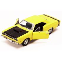 Motor Max 1:24 Classic 1969 Dodge Coronet Super Bee Amarillo