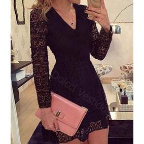 Vestido de renda rodado de manga comprida