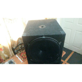 Bajo Peavey Black Widow 1801 800 Watts 18 Pulgadas