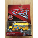 Set Disney Pixar Cars 3 Miss Fritter Autobus Escolar Deluxe