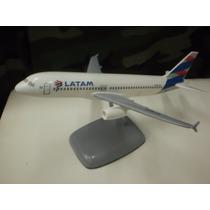 Maqueta De Avion Lineas Aereas Latam De Resina