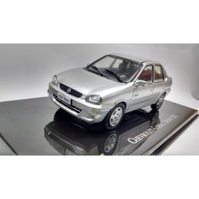 Miniatura - Chevrolet Corsa Sedan - Prata - 1:43 - Ixo