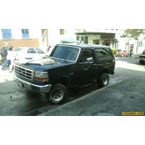 Ford Bronco Básica 4x4 - Sincronico