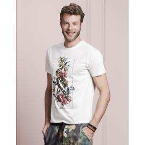 Camiseta Masculina Cobra E Flores