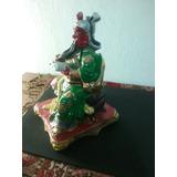 Estatua De Kuan Kun