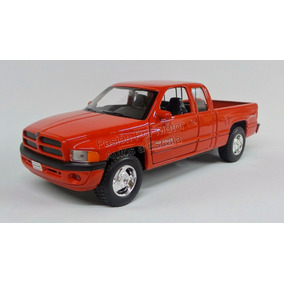 1:24 Dodge Ram 1500 Quad Cab Sport 2002 Rojo Welly C Caja
