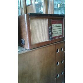 Radio Con Tocadisco Antiguo A Lámpara