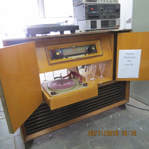Radiola Alemã Valvulada Com Vitrola Telefunken