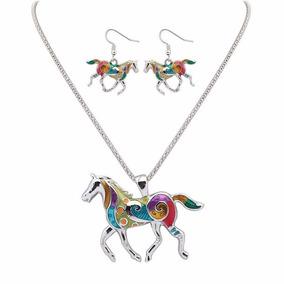 Hermoso Set Collar & Aretes Con Caballos, Color Plata