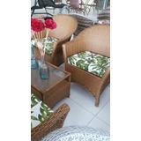 Um Lindo Conjunto De Cadeira Para Área De Terraço