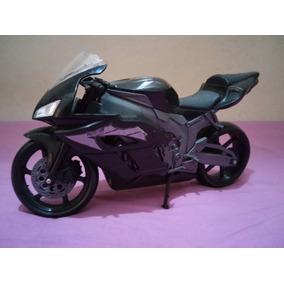 Moto Esportiva De Brinquedo Nova. Cor Cinza E Preta.