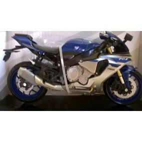 Miniatura Yamaha R1 M 2016 1:12 Azul
