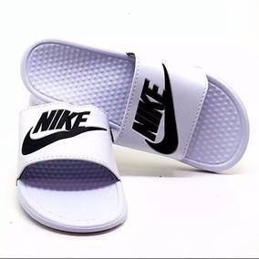 Chinelo Sandália Unissex Nike Solarsoft Slide Benassi Swoosh