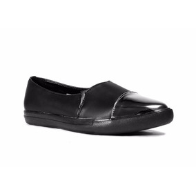 Capa De Ozono Slip On Color Negro Con Punta En Metal Negro