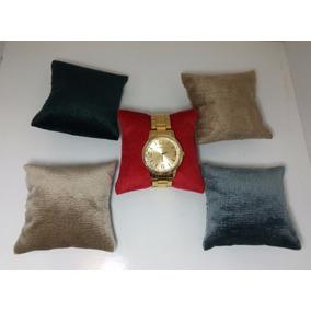 Almofada P Relógio Feito Em Tecido Suede E Fibra De Silicone