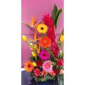 Arreglo Floral De Varias Flores Con Base De Madera