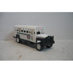 Autobus Escolar - Camioncito De Pasajeros Juguete Escala