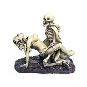 Desnuda Divertido Drácula Amante De Los Cráneos De Estatuas