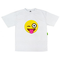 Camiseta Bordada Emoticon Mostrando Língua | Isabb