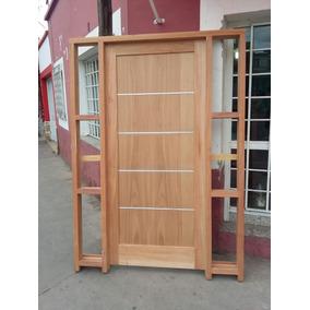 puerta moderna de cedro con paneles laterales