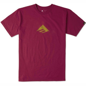 Remera Emerica Triangle Tee 7.1 / Bordó Estampa
