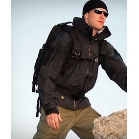 Campera Tactica Militar Policial Softshell Negro Trekking