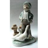 Bonita Figura Porcelana Española Niño Con Boina Y Gansos